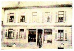 Toni Senders Geburtshaus mit dem väterlichem Geschäft in der Kasernenstraße, der heutigen Stettiner Straße.